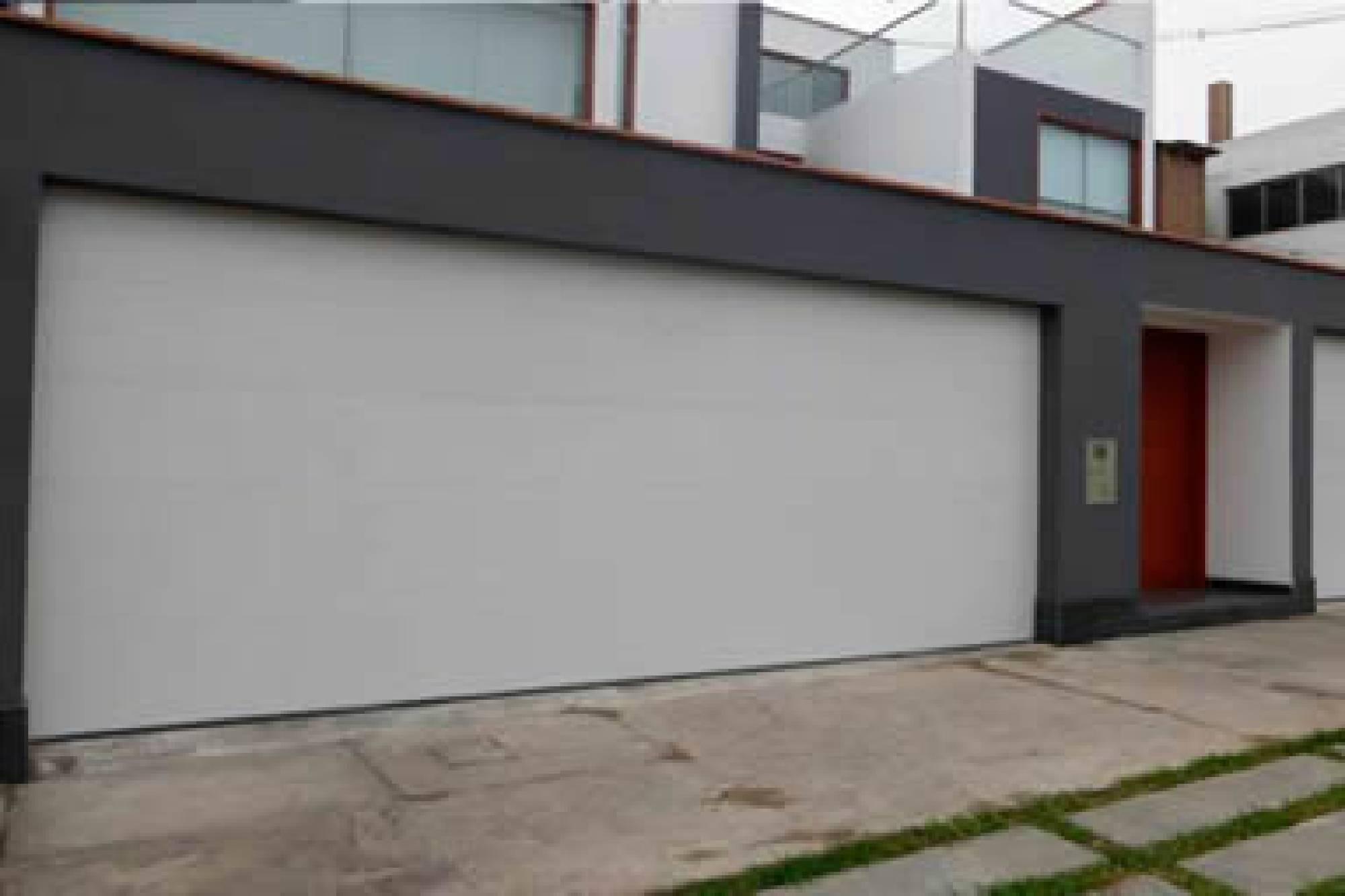 Puertas de cochera cool puertas electricas gdl ue puertas - Puerta para cochera ...